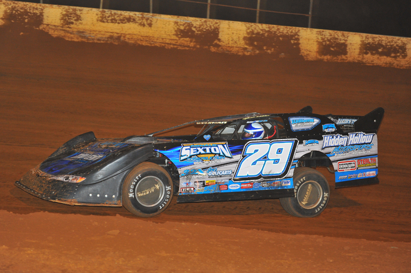 Jason Welshan picked up yet another Crate Late Model win on Friday night in Cleveland.