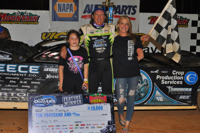 Bloomquist celebrates with his family in the Smoky Mountain Victory Lane
