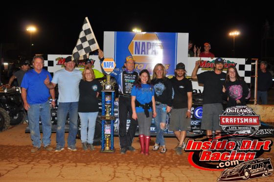 Bloomquist and crew celebrate in Smoky Mountain victory lane